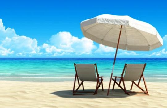 Tips Liburan ke Pantai Asyik Menyenangkan Tak Terlupakan